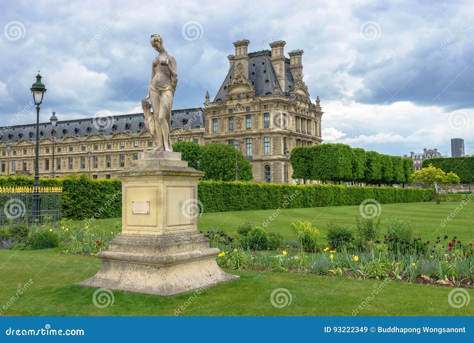 Paris france 2 mai 2017 statue de diane dans le - Statues jardin des tuileries ...