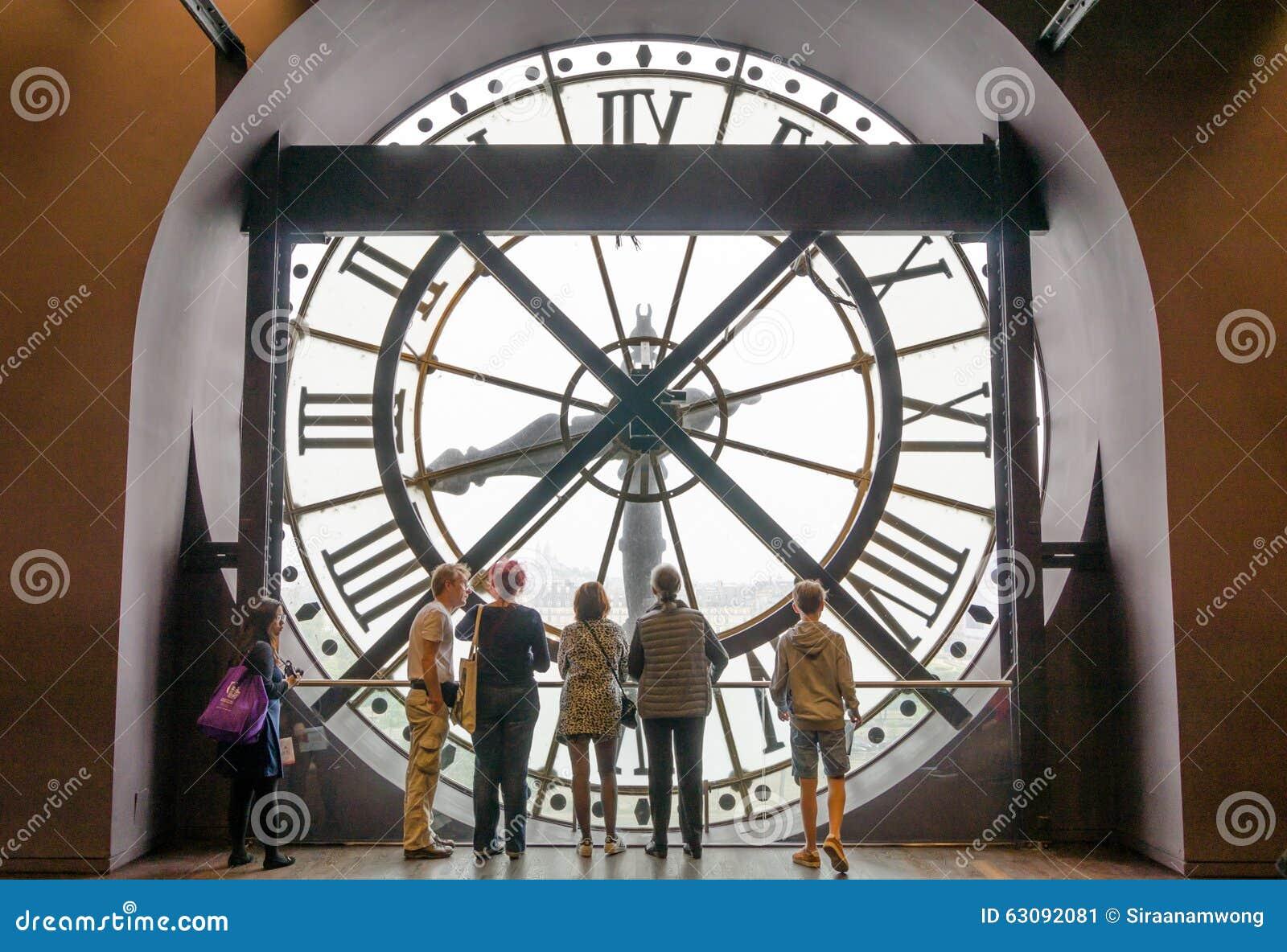 Download Paris, France - 14 Mai 2015 : Touristes Regardant Par L'horloge Dans Le Musée D'Orsay Photo éditorial - Image du heure, grand: 63092081