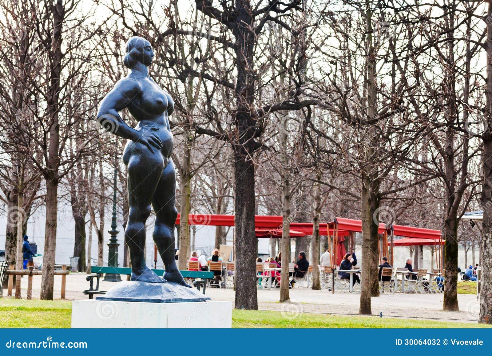 Statue Moderne Dans Des Tuileries De Des De Jardin Paris