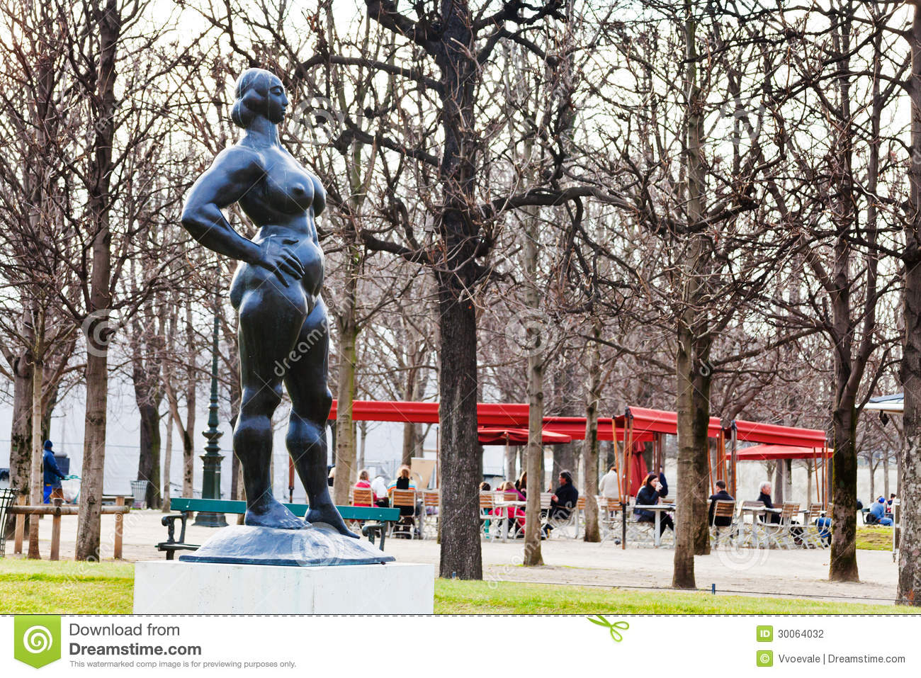 statue moderne dans des tuileries de des de jardin paris photographie ditorial image 30064032. Black Bedroom Furniture Sets. Home Design Ideas
