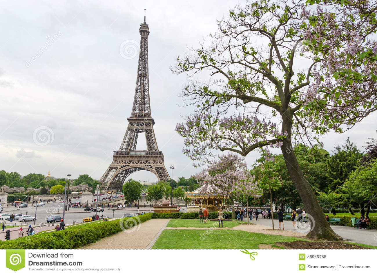 Paris france may 15 2015 tourist visit eiffel tower for Places to stay near eiffel tower
