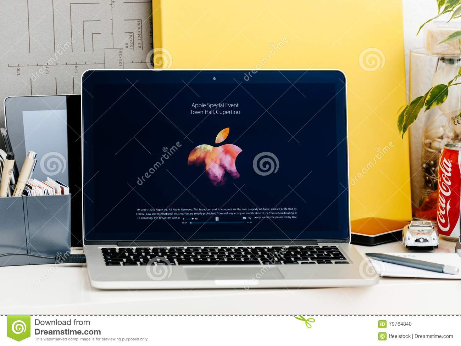 Macbook Pro Touch Bar Presentation Apple Logo Start Keynote