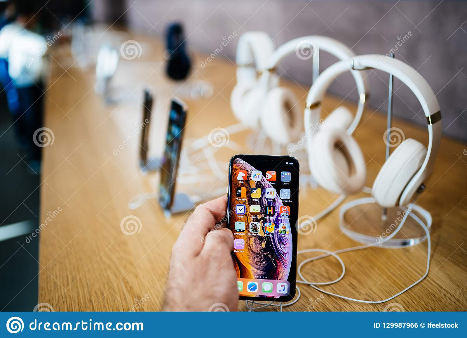 Hand Smartphone With Apple Music And Headphones Iphone Editorial Photo Image Of Launch Bestof 129987966