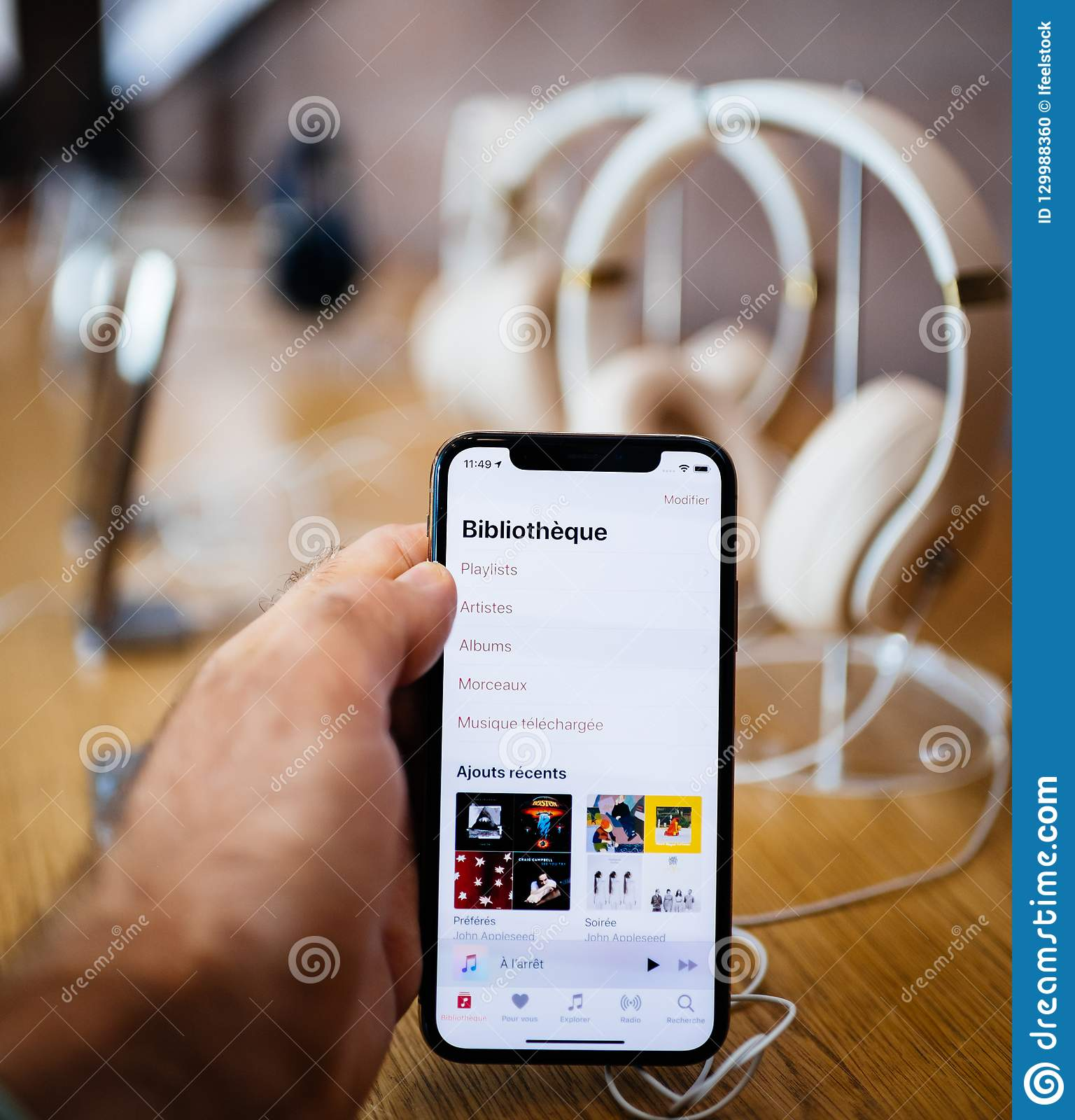 Hand Smartphone With Apple Music And Headphones Iphone Editorial Image Image Of Iphone Fashionable 129988360