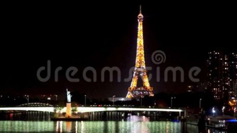timelapse of sparkling lights on the eiffel tower at night paris