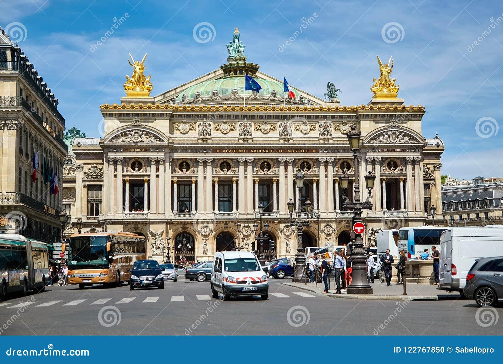 Paris, Frankreich - 29. Juni 2015: Palais oder Oper Garnier