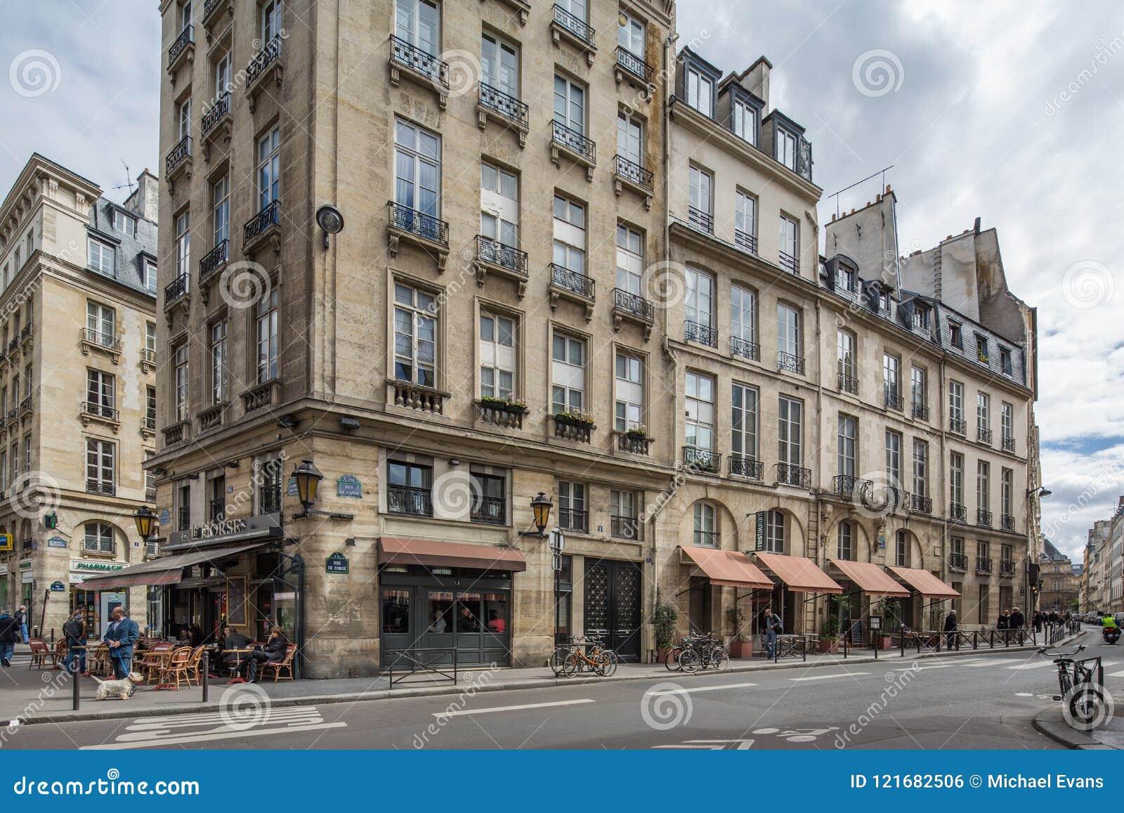 Paris Frankrike April 29th typisk restaurang 2013 i Paris, franc