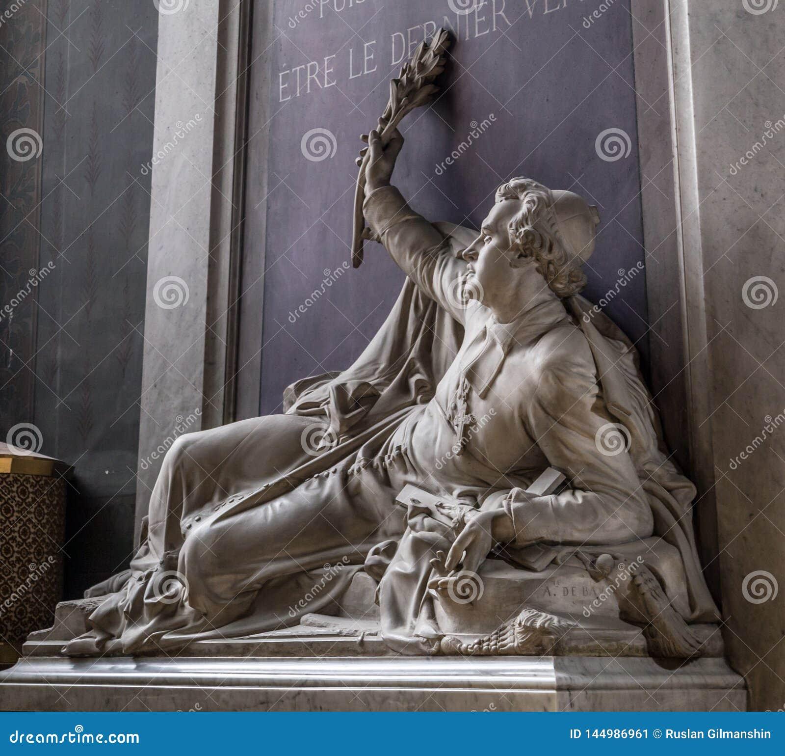 Paris Frankrike, mars 27, 2017: Denys Affre staty inom Notre Dame Ärkebiskop som dödas i 1848 Med inskriften