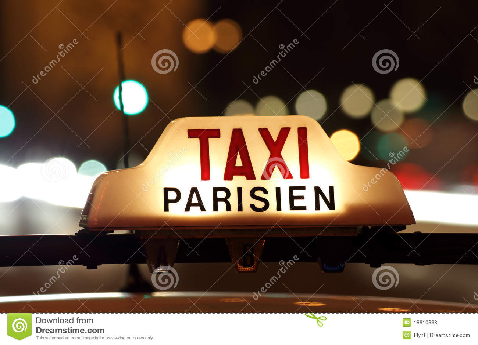 Paris-Rollen durch das Arc de Triomphe
