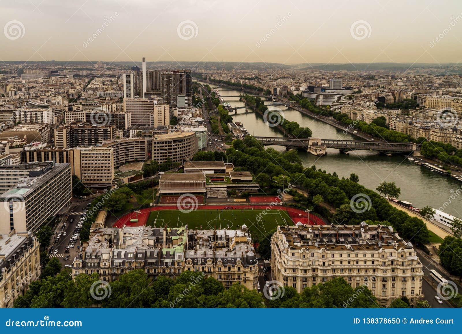 Paris sikt från överkanten av Eiffeltorn