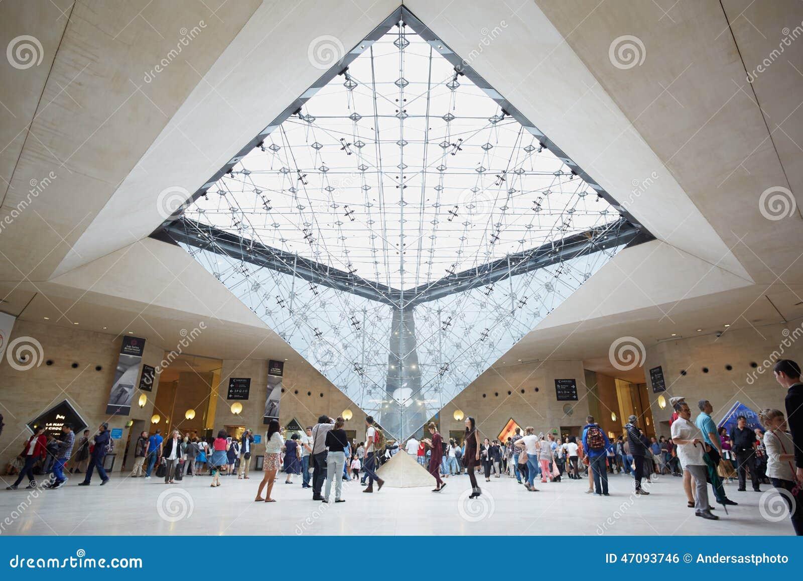 Paris Umgekehrte Pyramide Im Louvreeinkaufszentrum