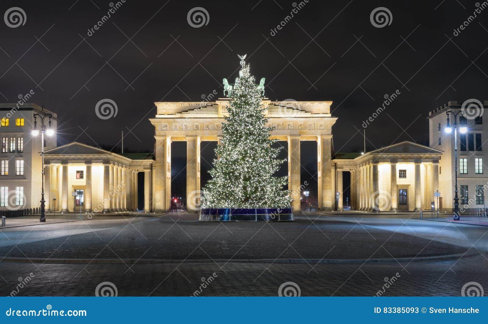 Weihnachtsbaum Berlin.Pariser Platz Und Brandenburger Tor In Berlin Mit Weihnachtsbaum