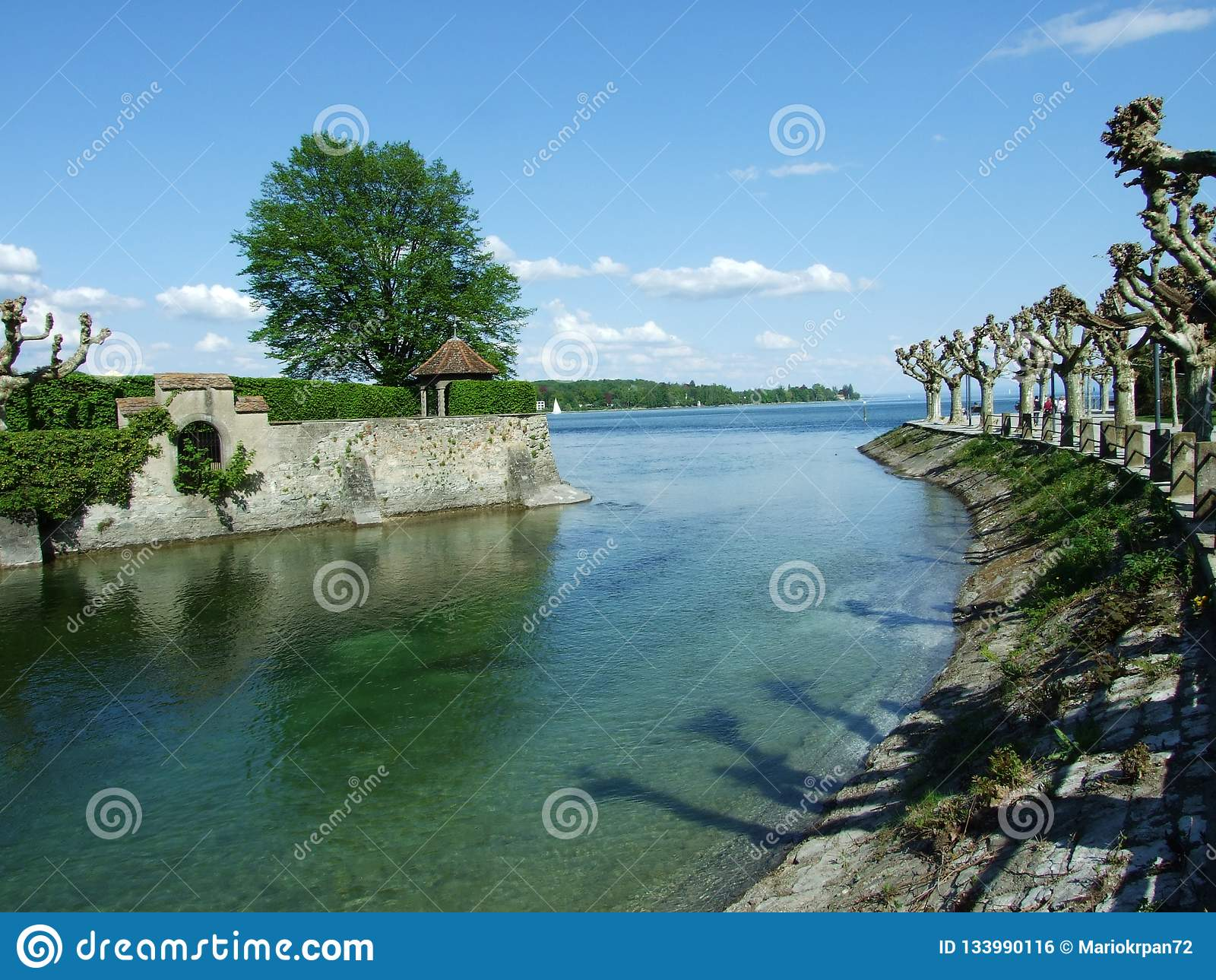 Park durch See Bodensee in der Stadt von Konstanz