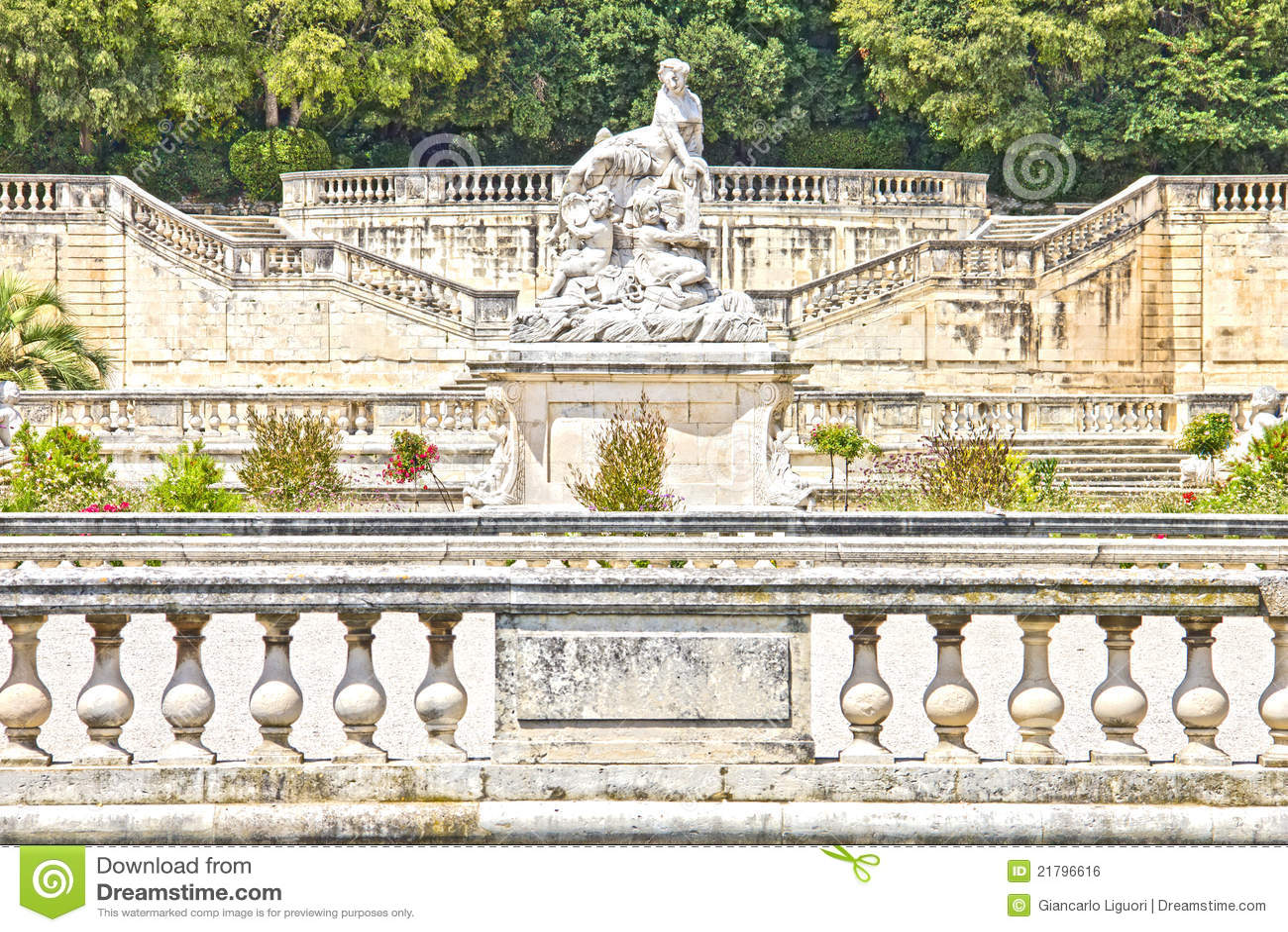 park jardin de la fontaine in nimes royalty free stock image image 21796616. Black Bedroom Furniture Sets. Home Design Ideas