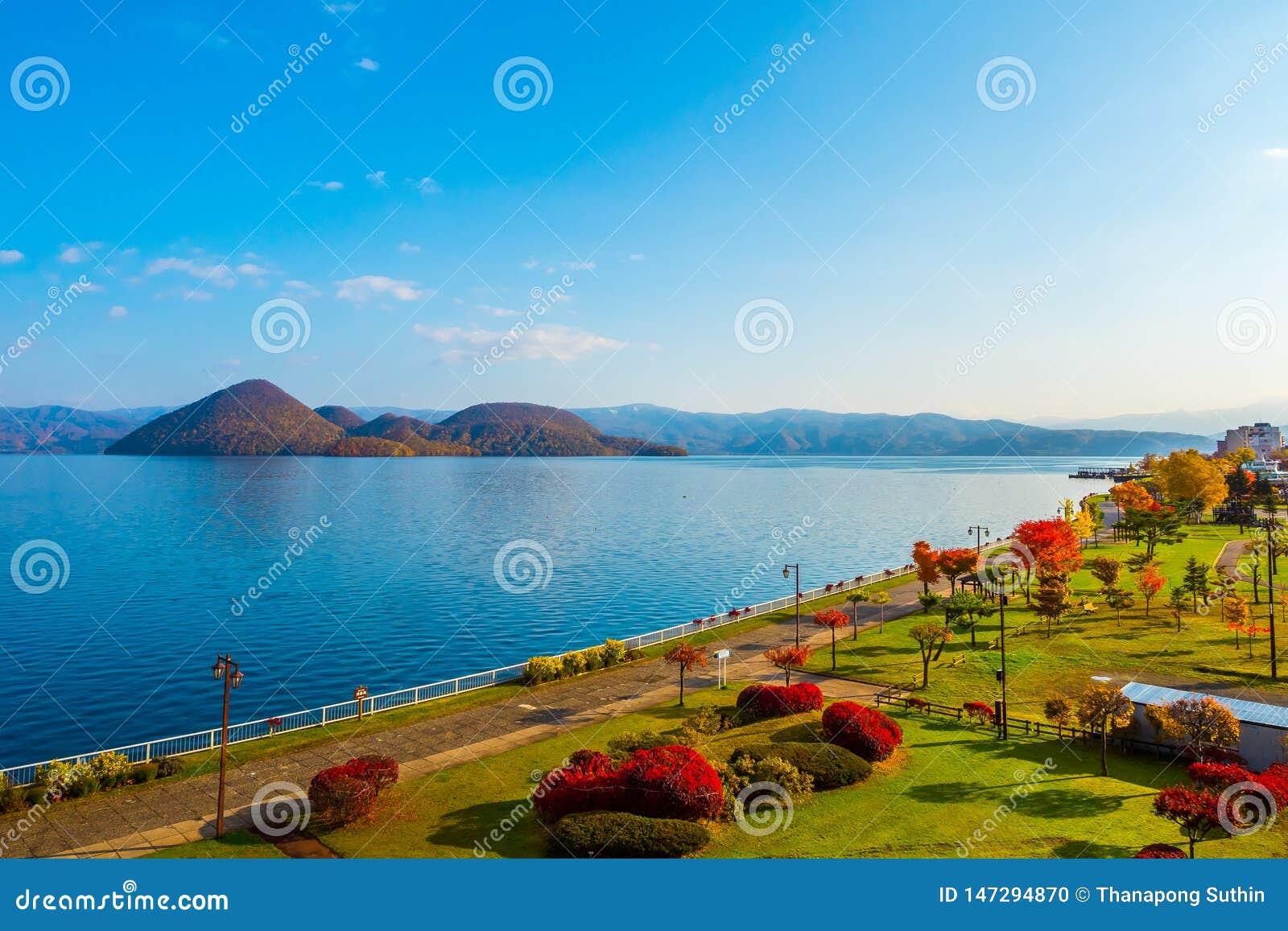 Park nahe See Toya in Toyako-Stadt, Hokkaido, Japan