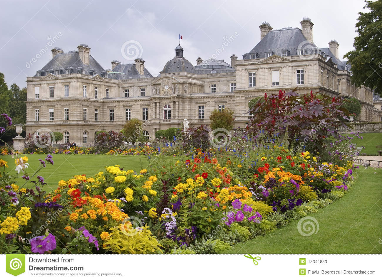 Park in paris jardin luxembourg stock image image 13341833 for Au jardin paris