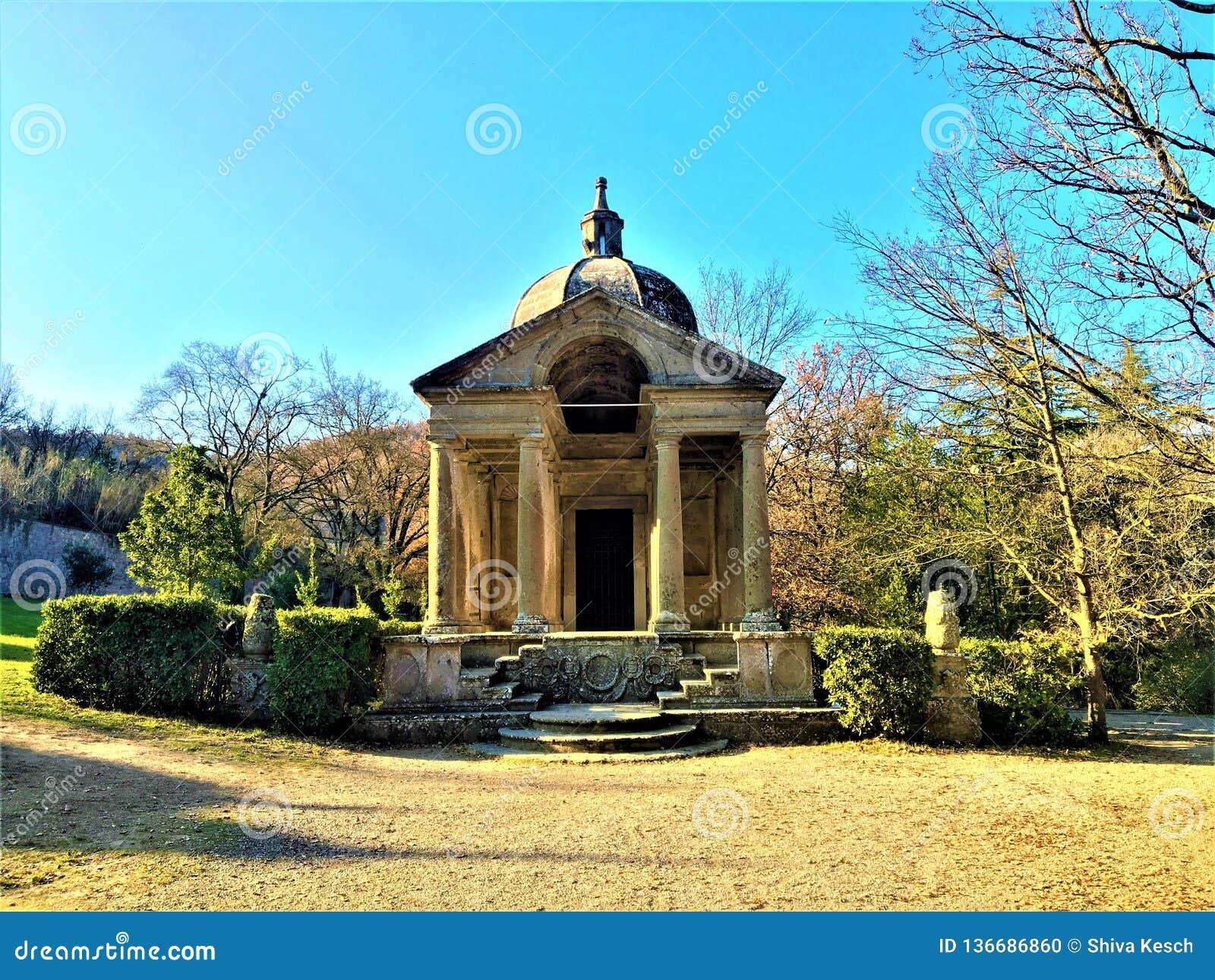 Park potwory, Święty gaj, ogród Bomarzo Świątynia wieczność i alchemia