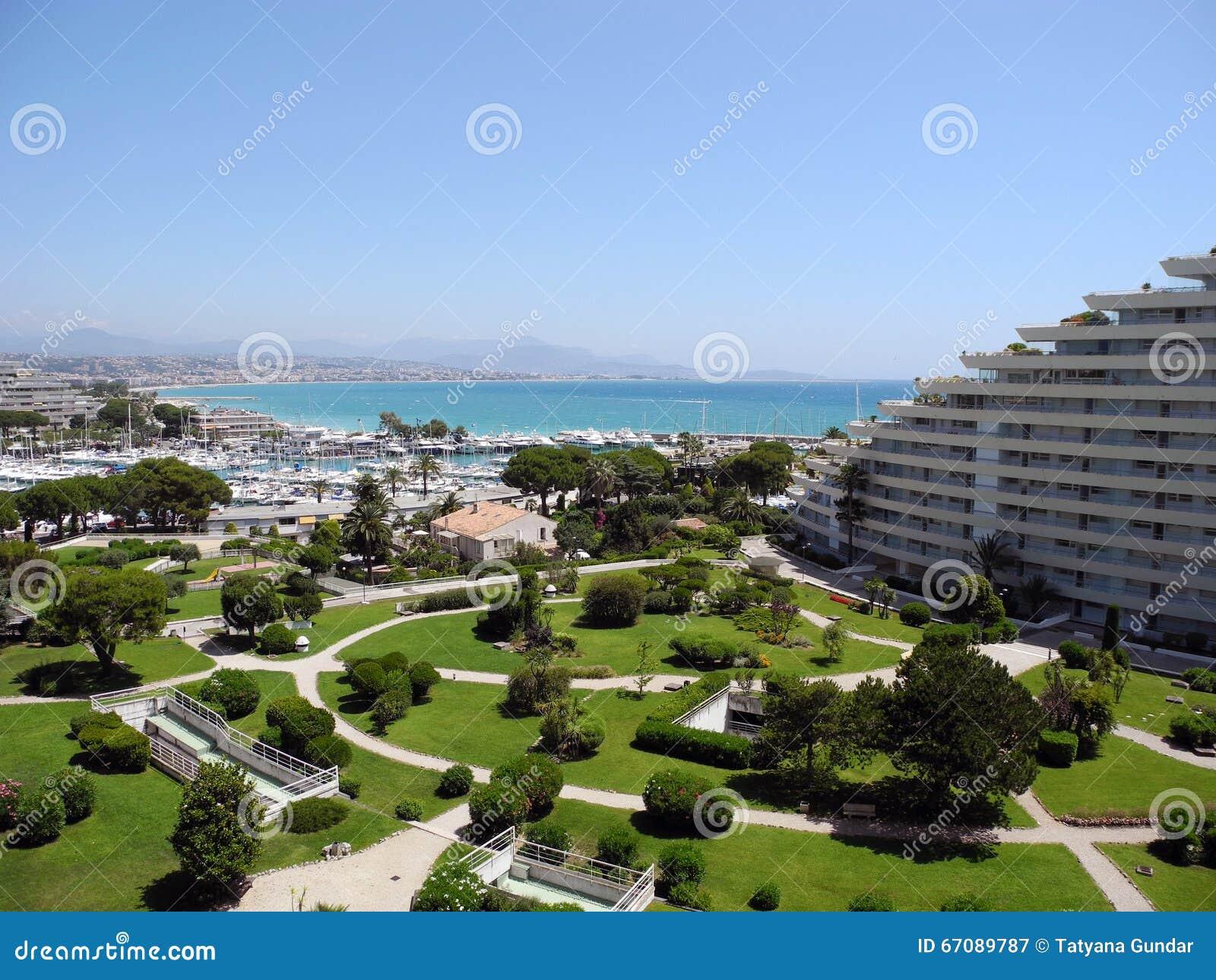 Park and sea villeneuve loubet cote d 39 azur stock photo for Piscine marina baie des anges