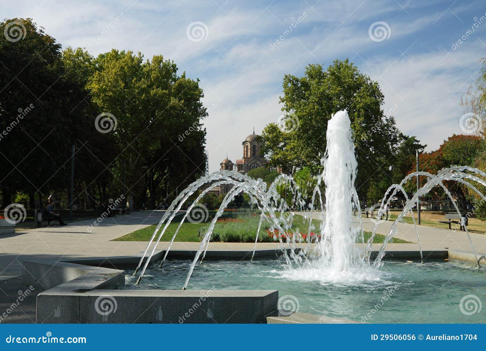Park Servië, Belgrad, Tasmajdan, Fontein en de Kerk van het Teken van Heilige