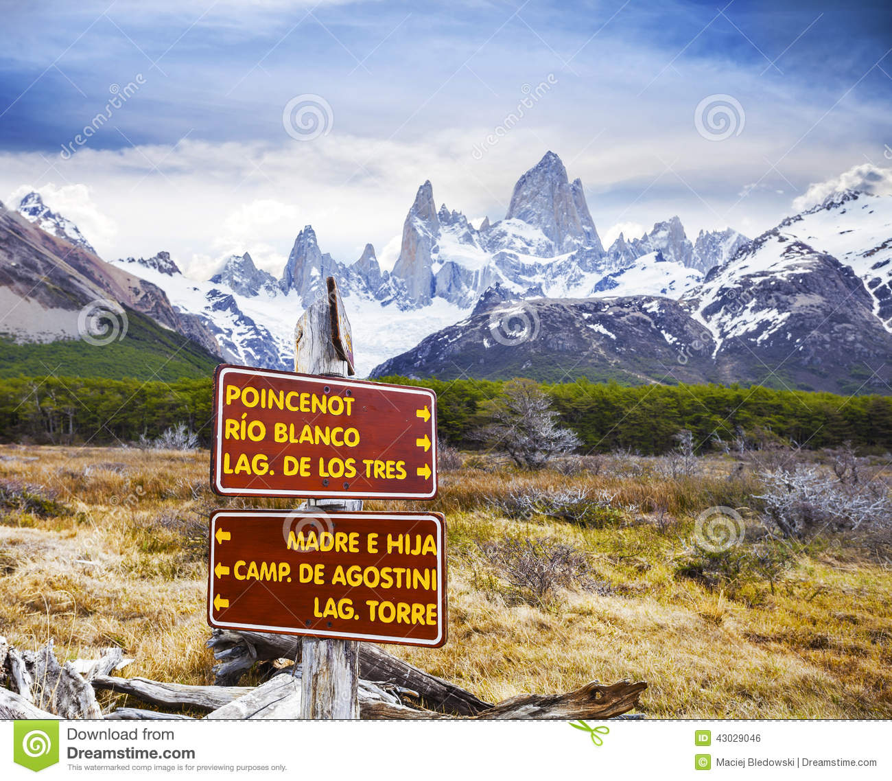 Park Signs In Los Glaciares National Park, Fitz Roy ...