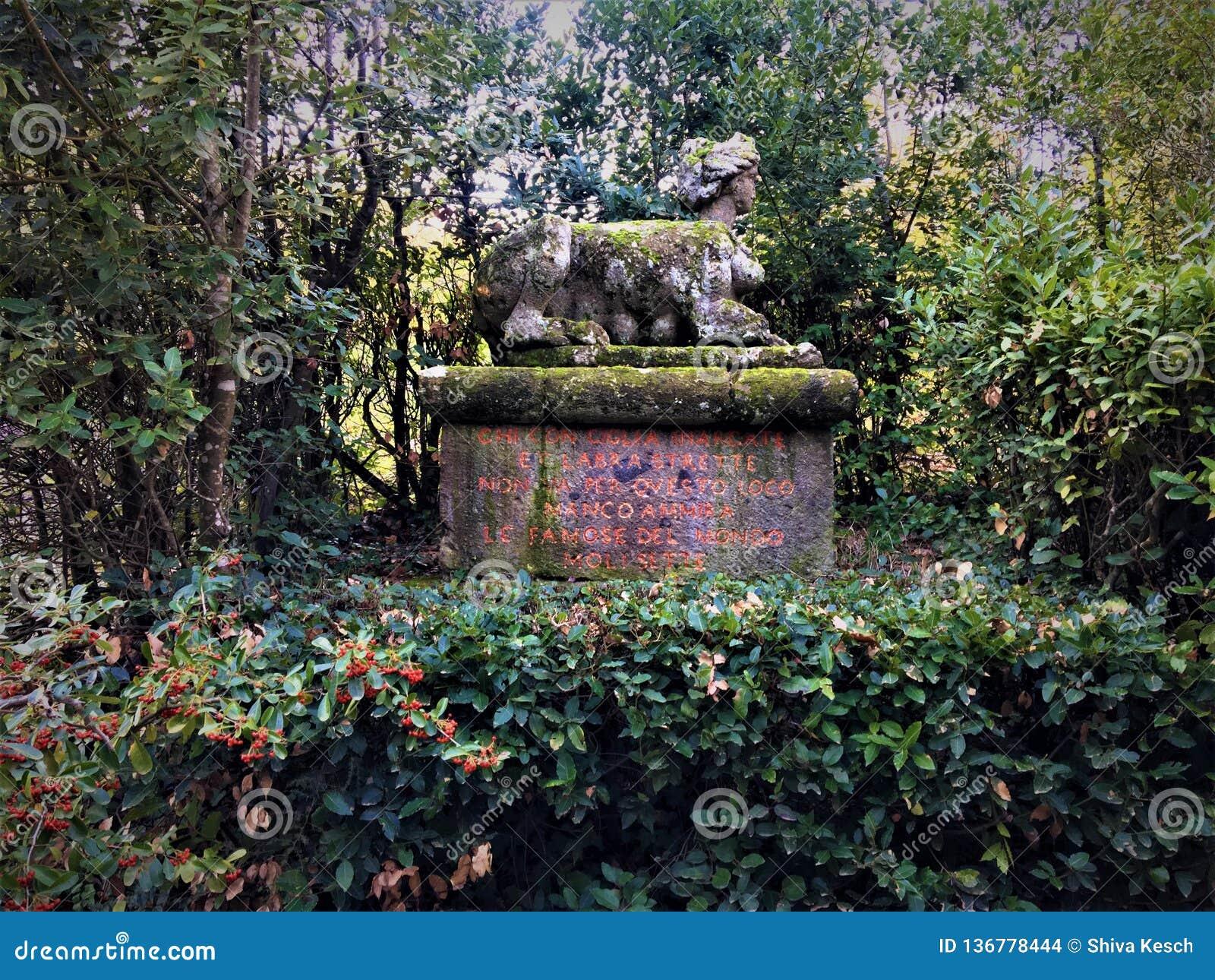 Park van de Monsters, Heilig Bosje, Tuin van Bomarzo Sfinx, vegetatie en alchimie