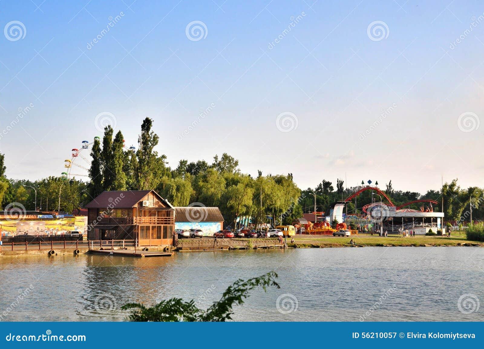 Parkanziehungskräfte und Unterhaltung Sunny Island in Krasnodar