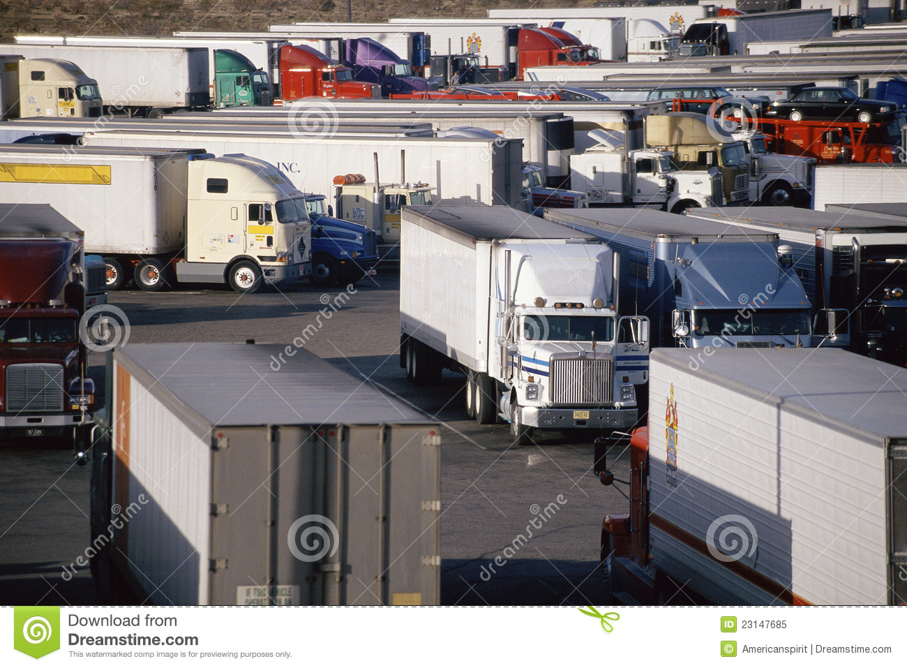 Long Haul Trucking >> Parked Trucks At Truck Stop Editorial Image - Image: 23147685