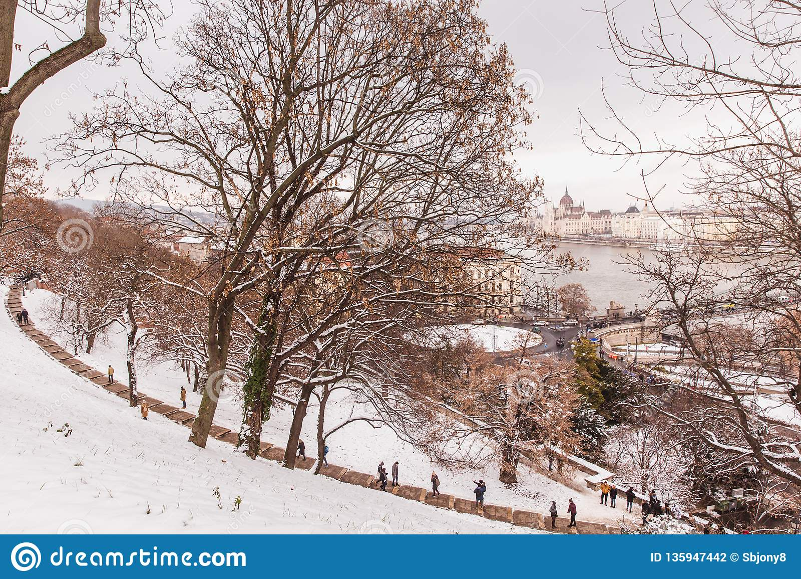 Parkera av citadellen som täckas med snö, Buda Castle, Budapest, Ungern