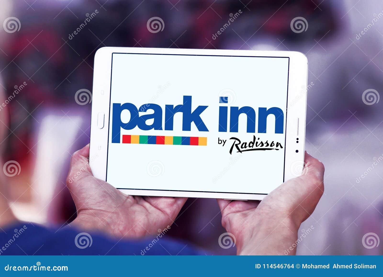 Parkera gästgivargården vid Radisson hotelllogo