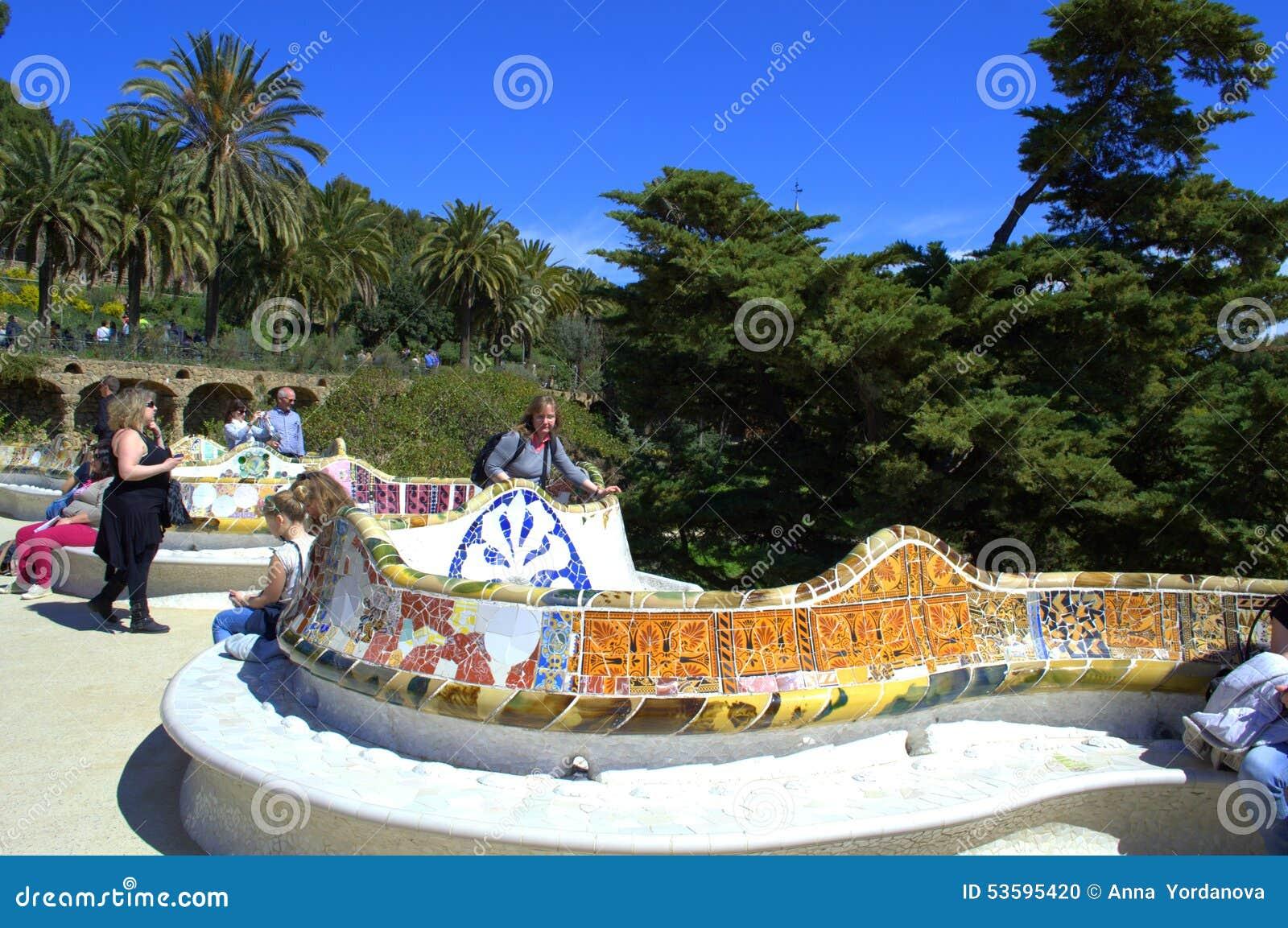Parkera guell bänkar, barcelona redaktionell foto   bild: 53595420