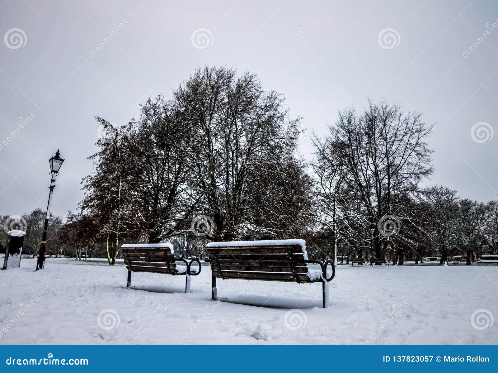 Parkera i England efter en tung snö, Bedford