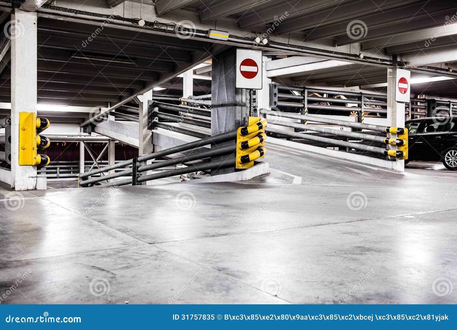 Секс на подземной автостоянке 7 фотография