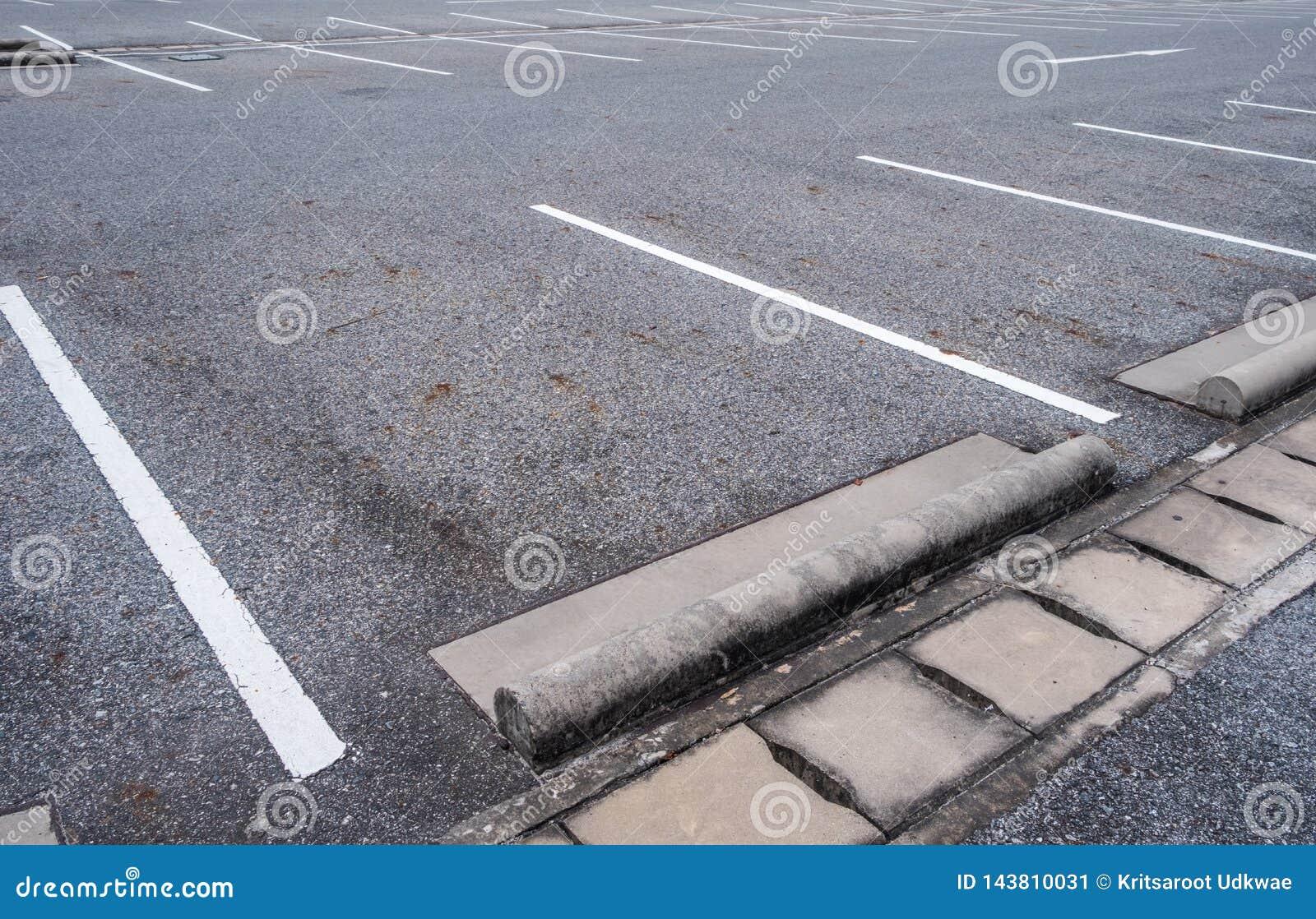 Parking vide de voiture d asphalte