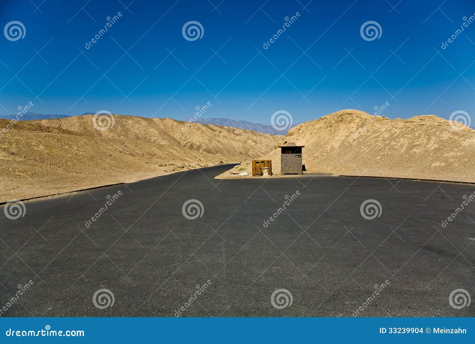 Parking vide en parc national de Death Valley