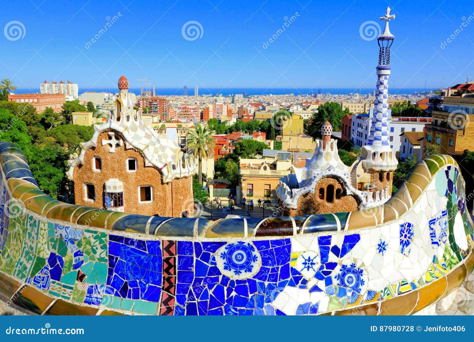 Parkowy Guell z mozaiki ścianą, Barcelona, Hiszpania