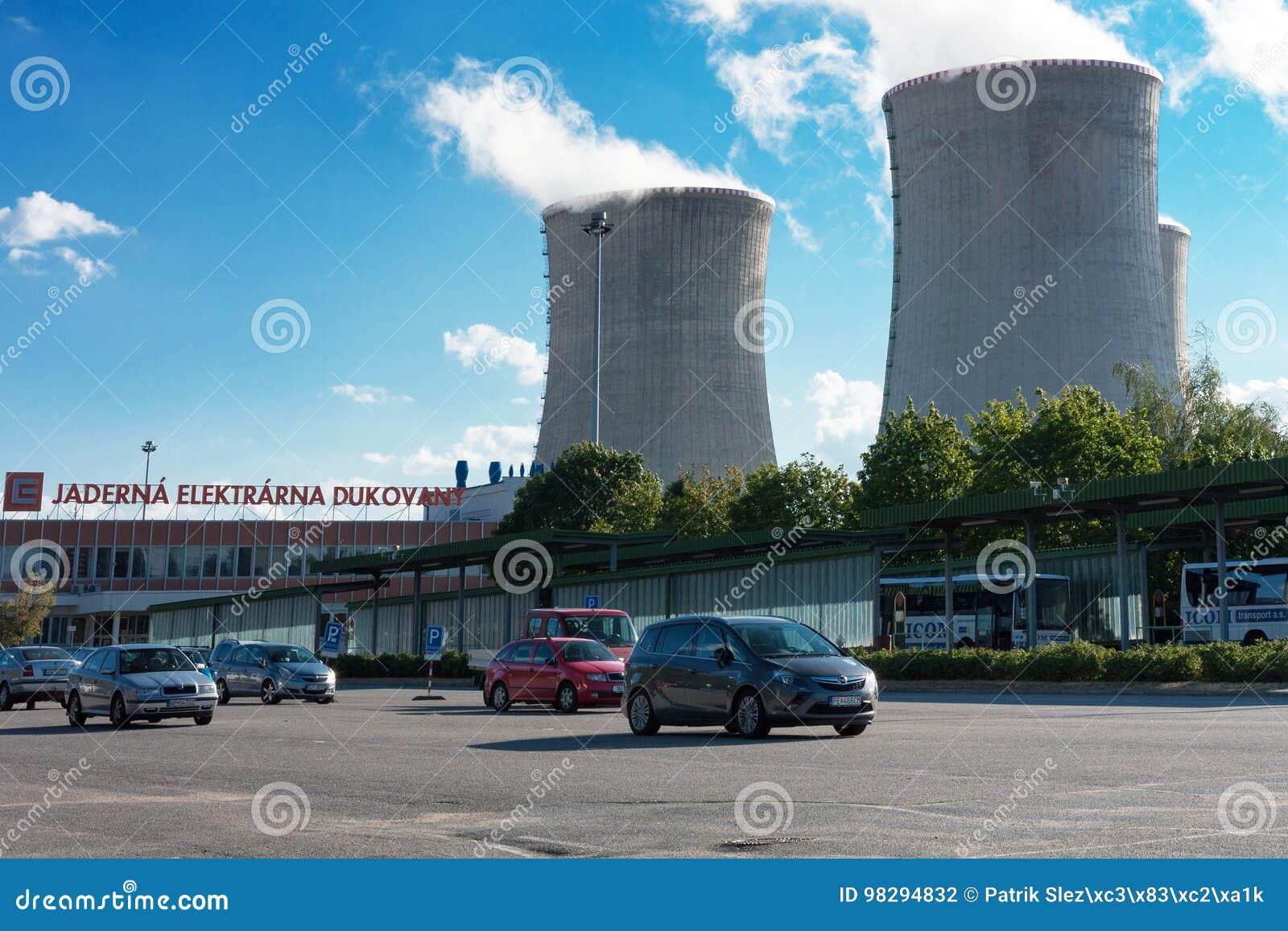 Parkplatz, bevor das Atomkraftwerk eingetragen ist