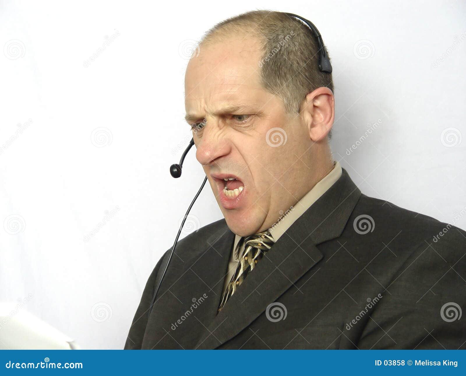 Parler au téléphone - fâché