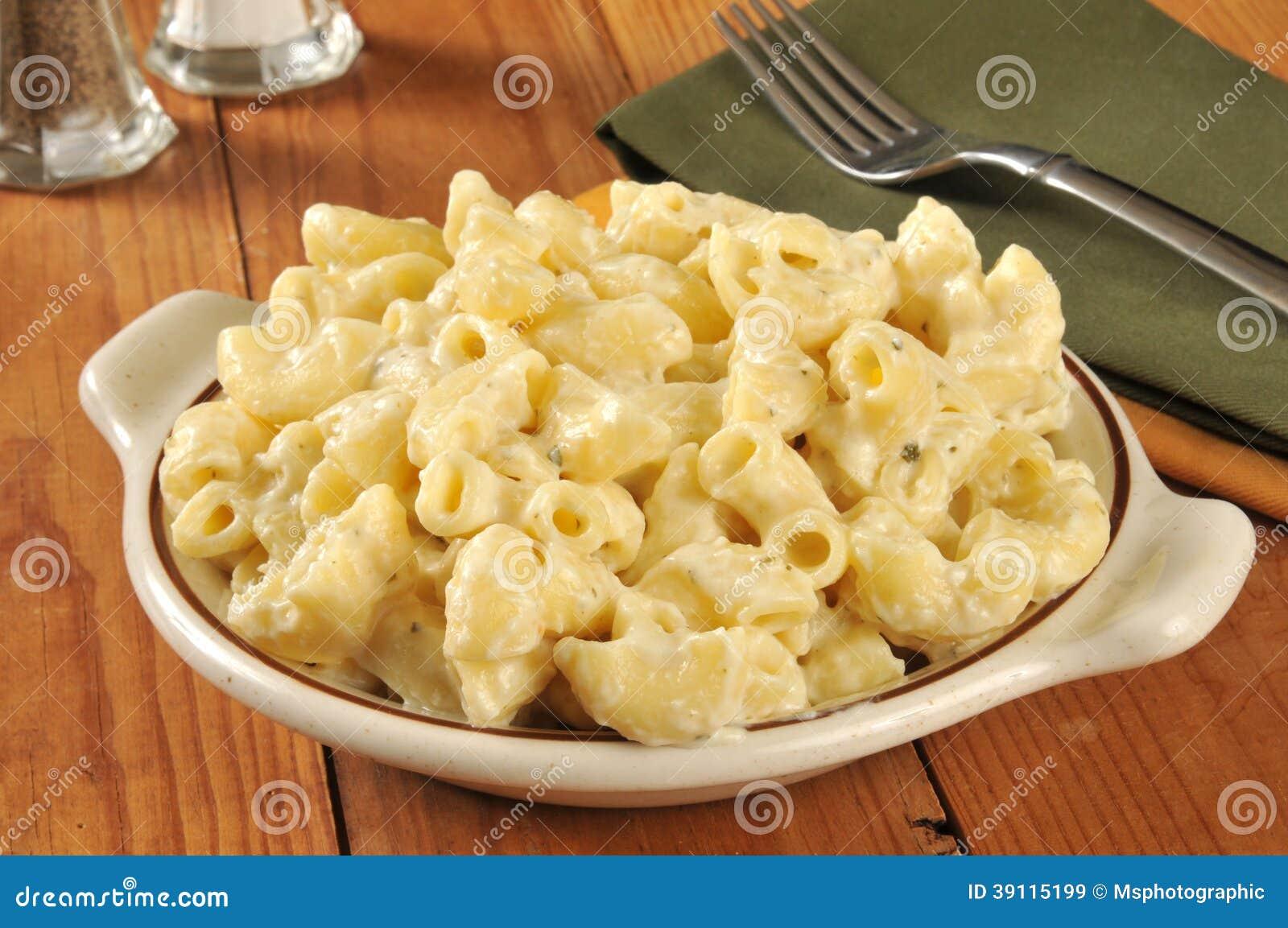 Parmezaanse kaasmacaroni en kaas