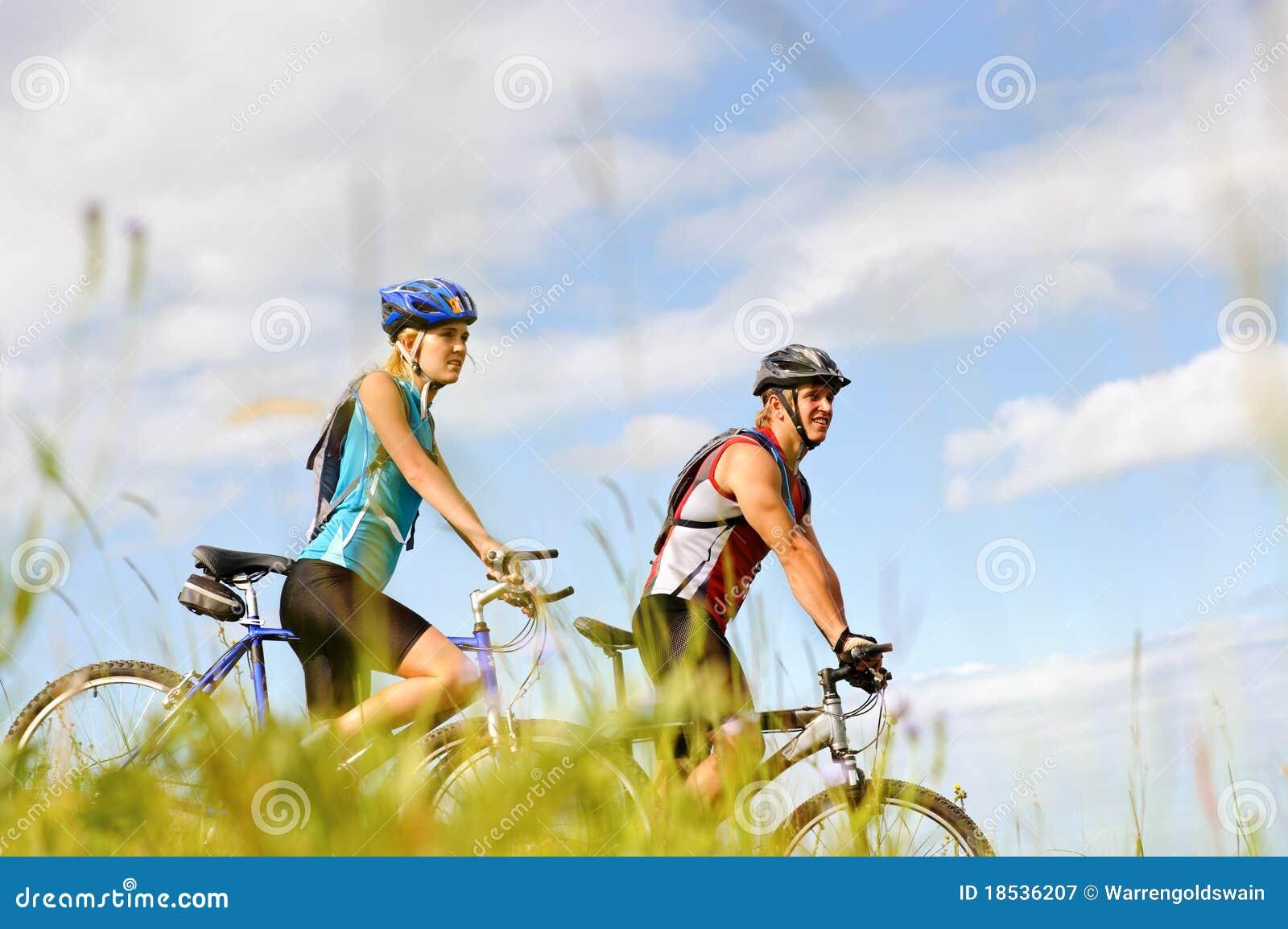 Parmountainbike utomhus