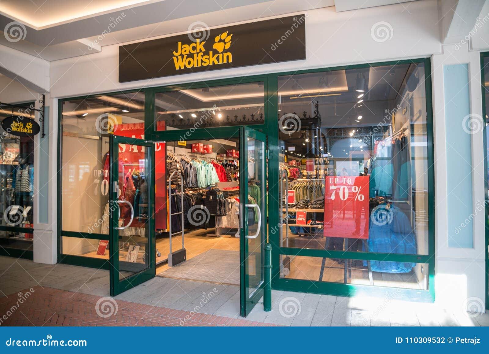 suche nach echtem gute Textur authentisch Jack Wolfskin Store In Parndorf, Austria. Editorial ...