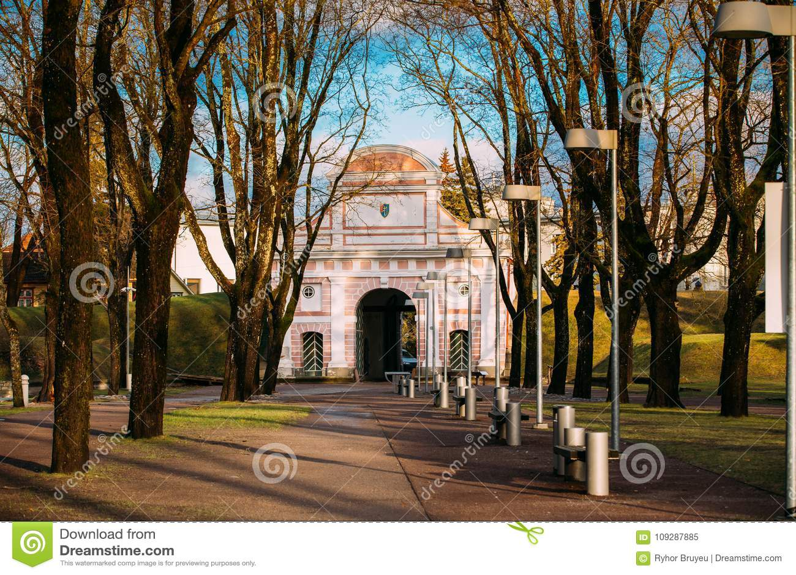 Parnu, Estonia La vista del portone di Tallinn è fortificazione storica