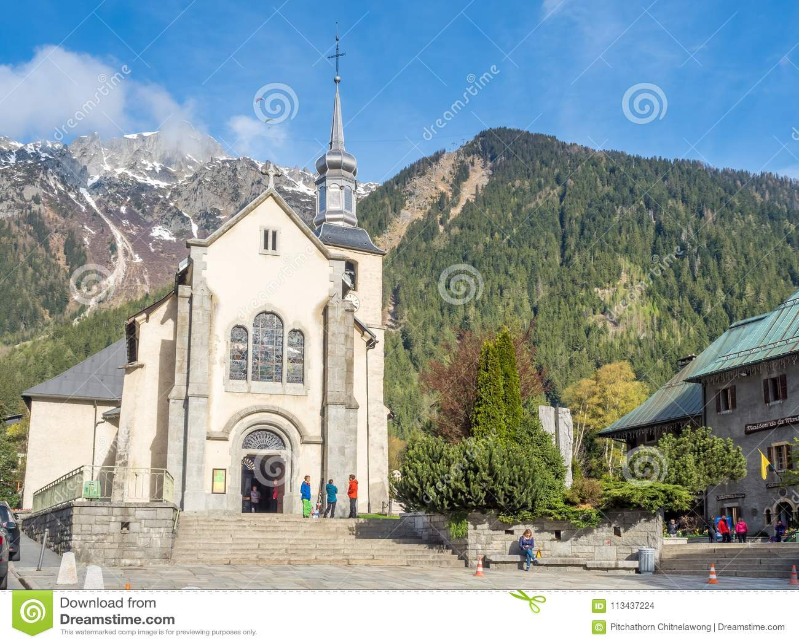 Très bien Paroisse Saint Bernard Church In Chamonix, France Editorial Stock @VU_48