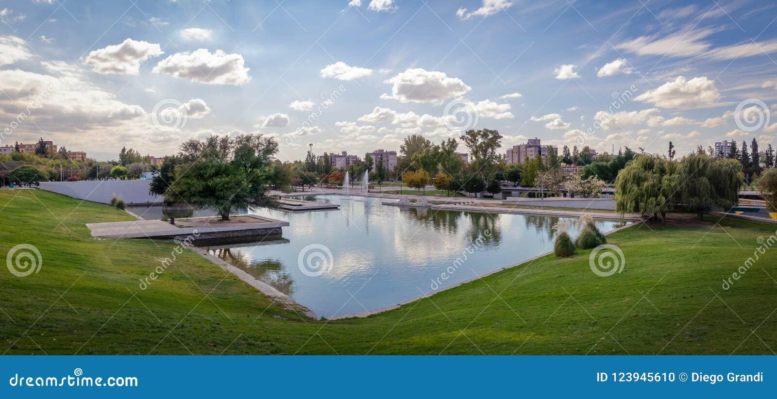 Parque中央公园湖- Mendoza,阿根廷