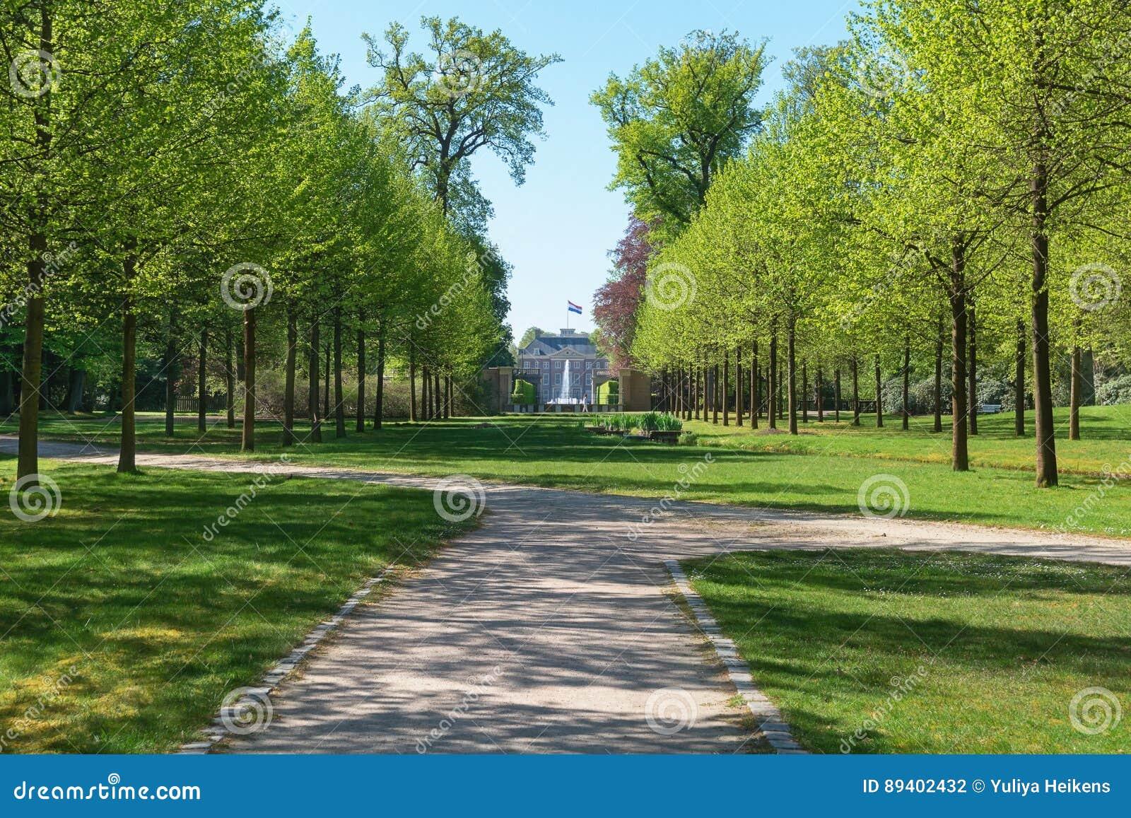Parque atrás de Loo Palace