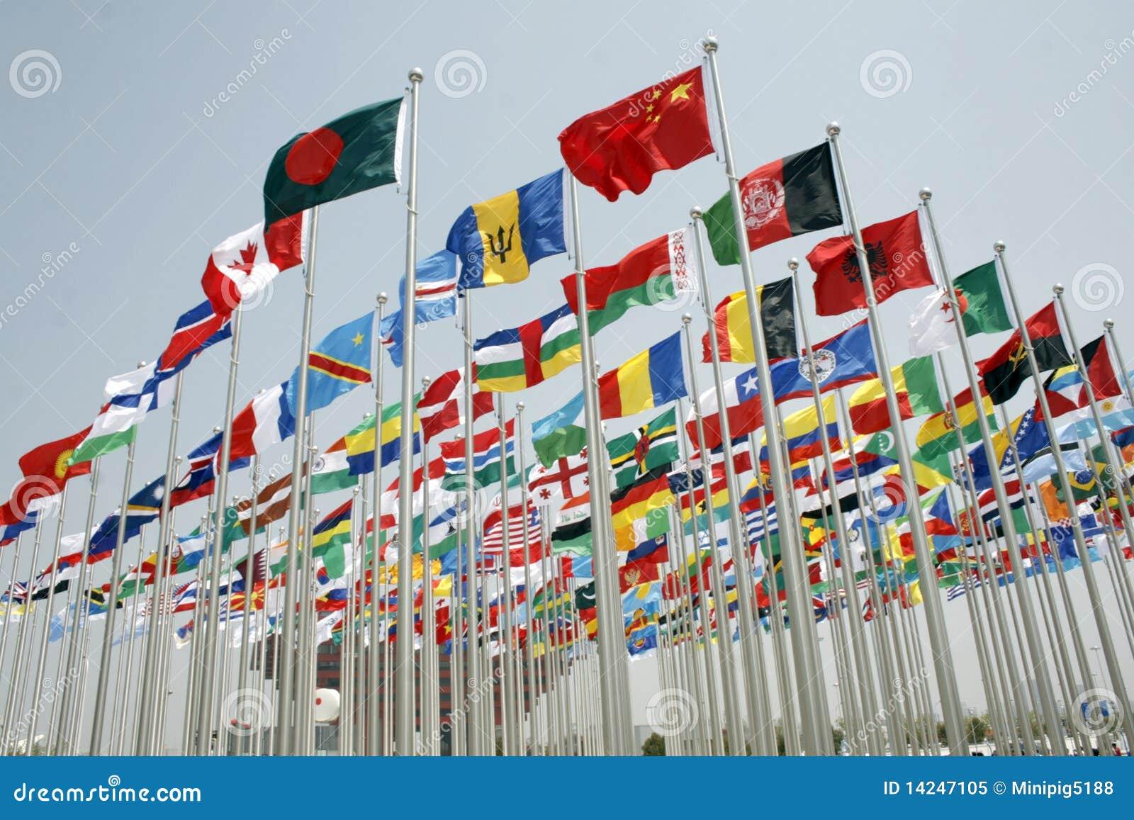 Parque da expo com voo das bandeiras