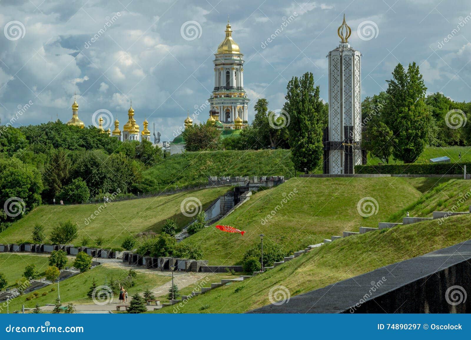 Parque da glória em montes verdes com memorial e monastério