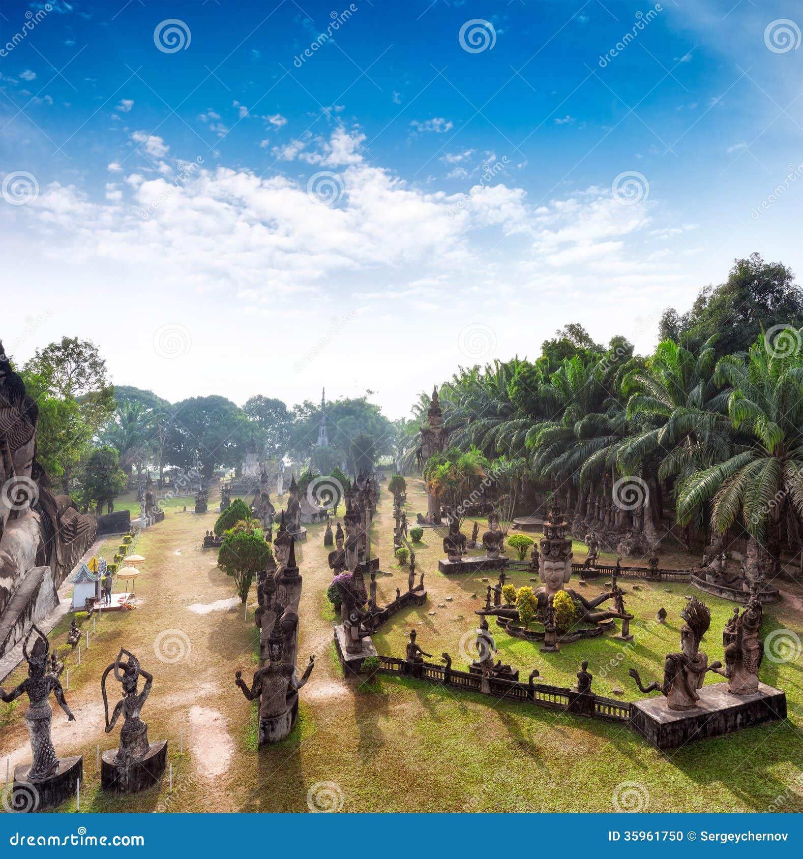 Parque de Buda en Vientián, Laos Señal famosa del turista del viaje