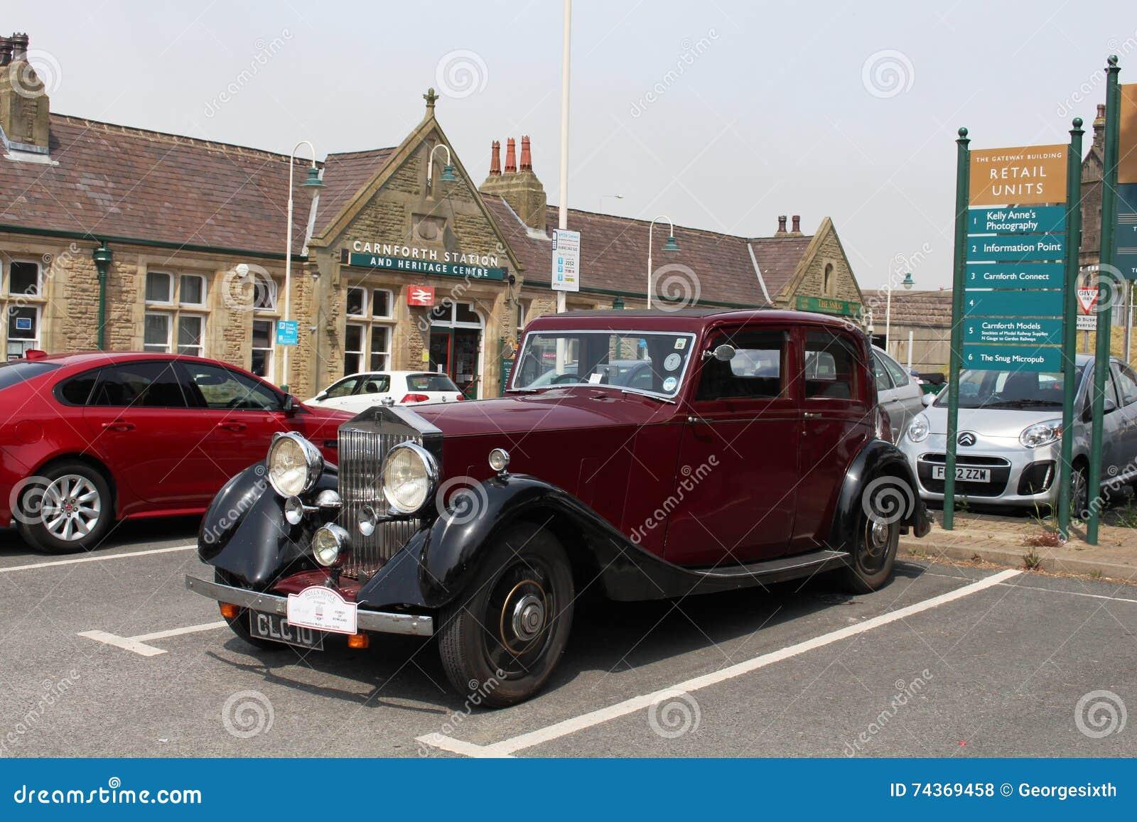 Parque de estacionamento da estação de Carnforth do carro de Rolls Royce do vintage