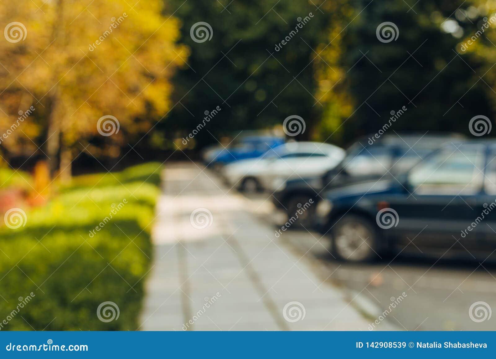 Parque de estacionamento exterior do carro do borr?o do sum?rio
