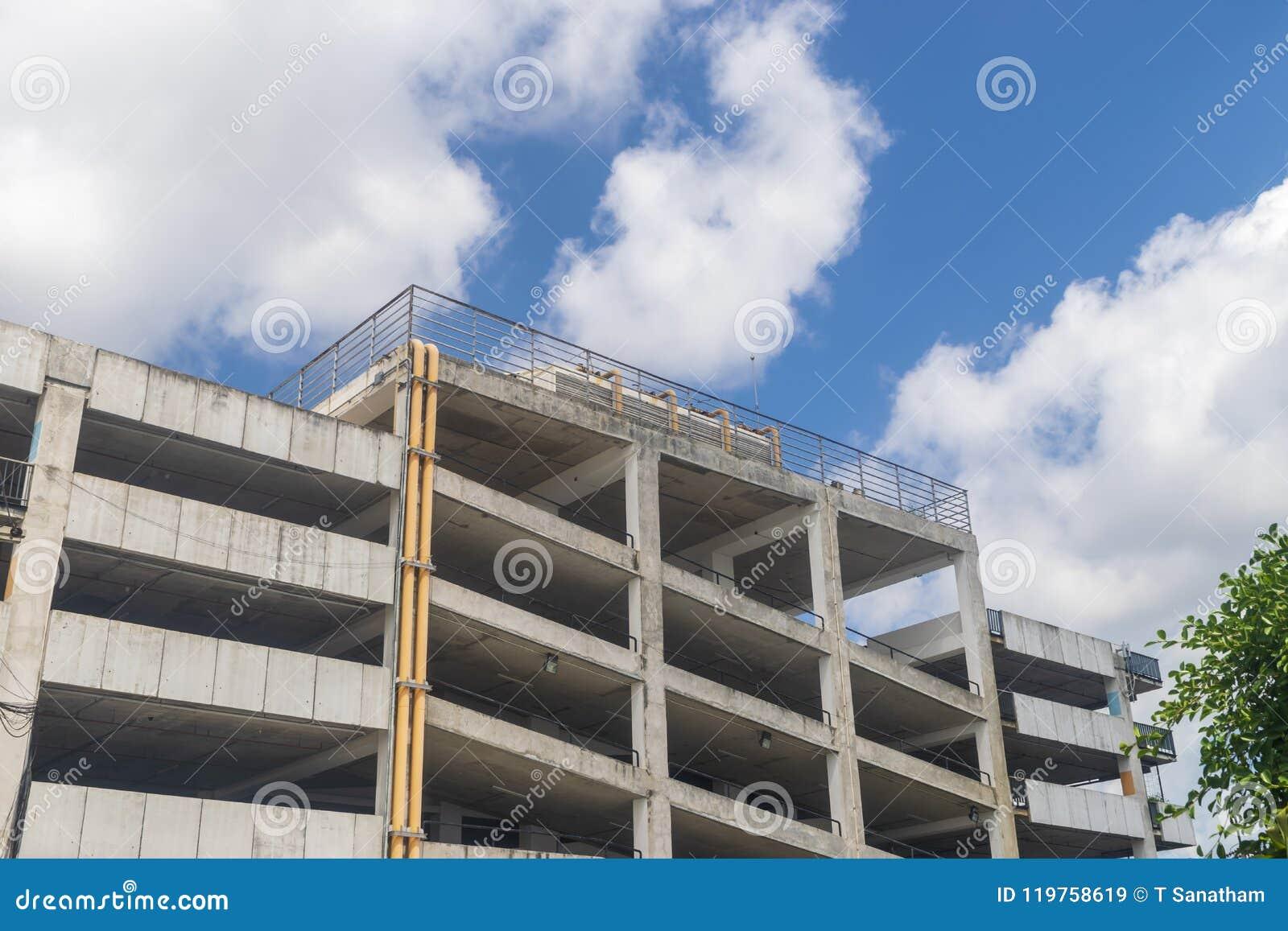 Parque de estacionamento sem cor